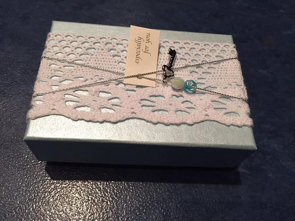 ファン一人一人からのお祝いの言葉が書かれたメッセージカード。こんな箱に入れて、スタッフさんに渡してもらいました。